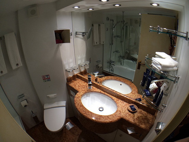 Yacht Club MSC Splendida bathroom