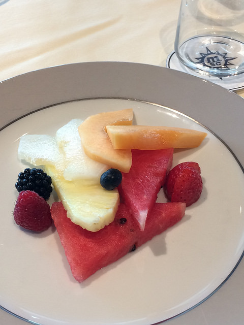 vegan dessert fruit plate Yacht Club Meraviglia review